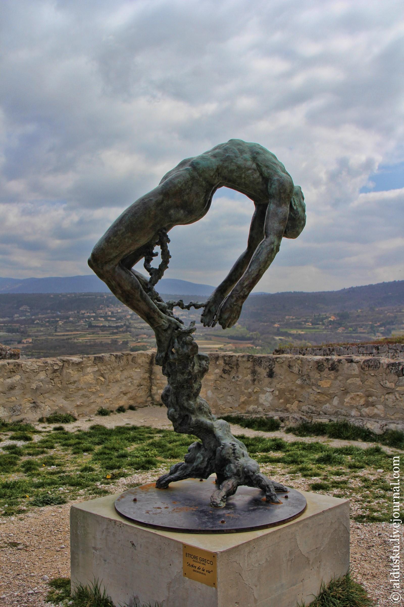 Памятник автор Ettoro Greco «Arbe de la vie» [Древо жизни] бронза. 2010