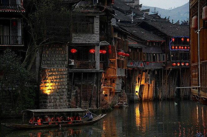 Фэнхуан, Китай