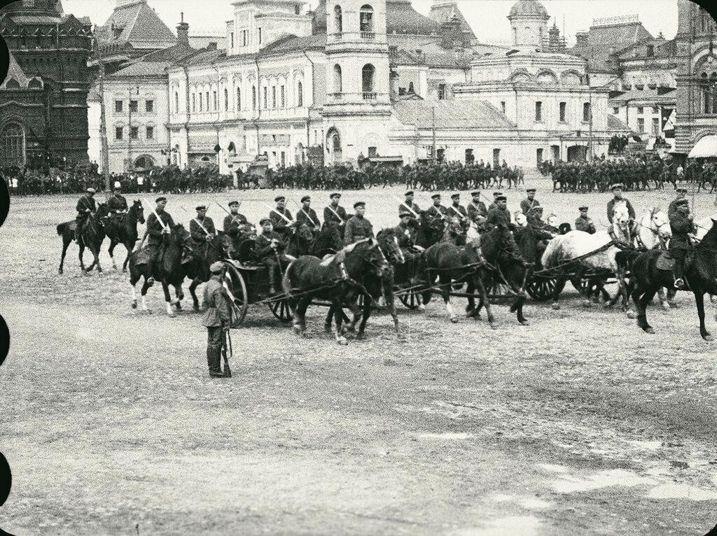 539587 Парад на Красной площади 1920-е.jpg