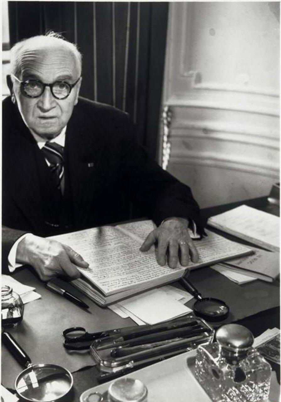 1949. Поль Клодель дома