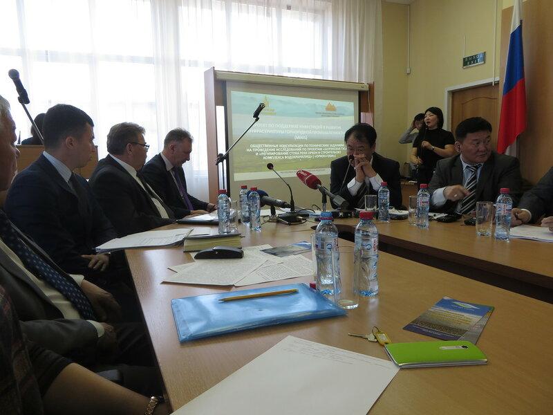 Общественные слушания по монгольским ГЭС в Улан-Удэ (фото: Сергей Шапхаев)