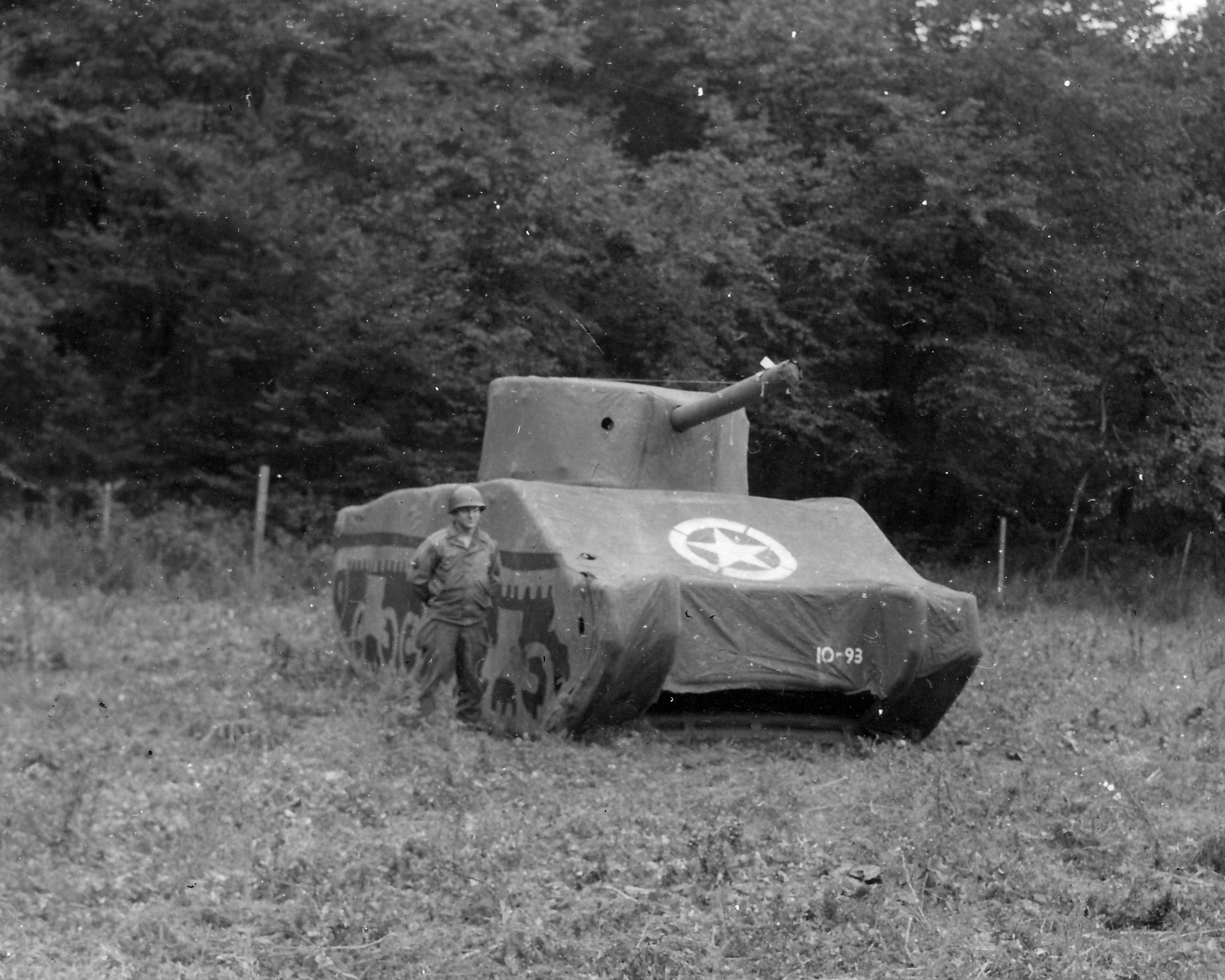 leurre-tank-guerre-mondiale-03.jpg