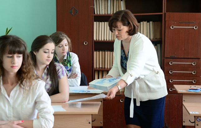 Заработная плата учителей в РФ возросла до55 тыс. руб.