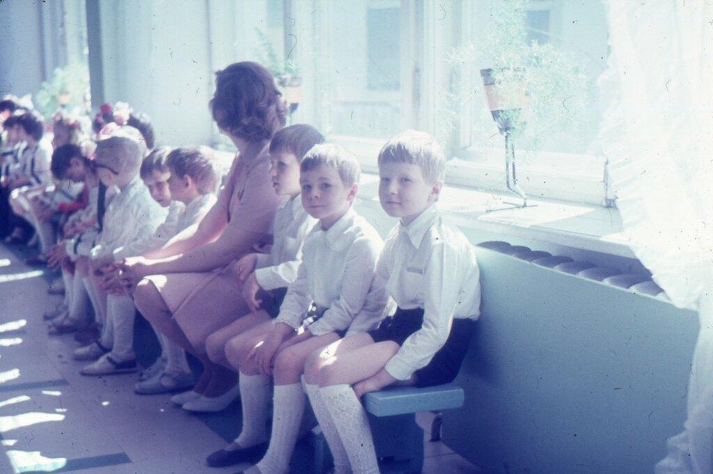 Свердловск, май 1980 г., праздник в детском саду №532. Справа я и Палкин