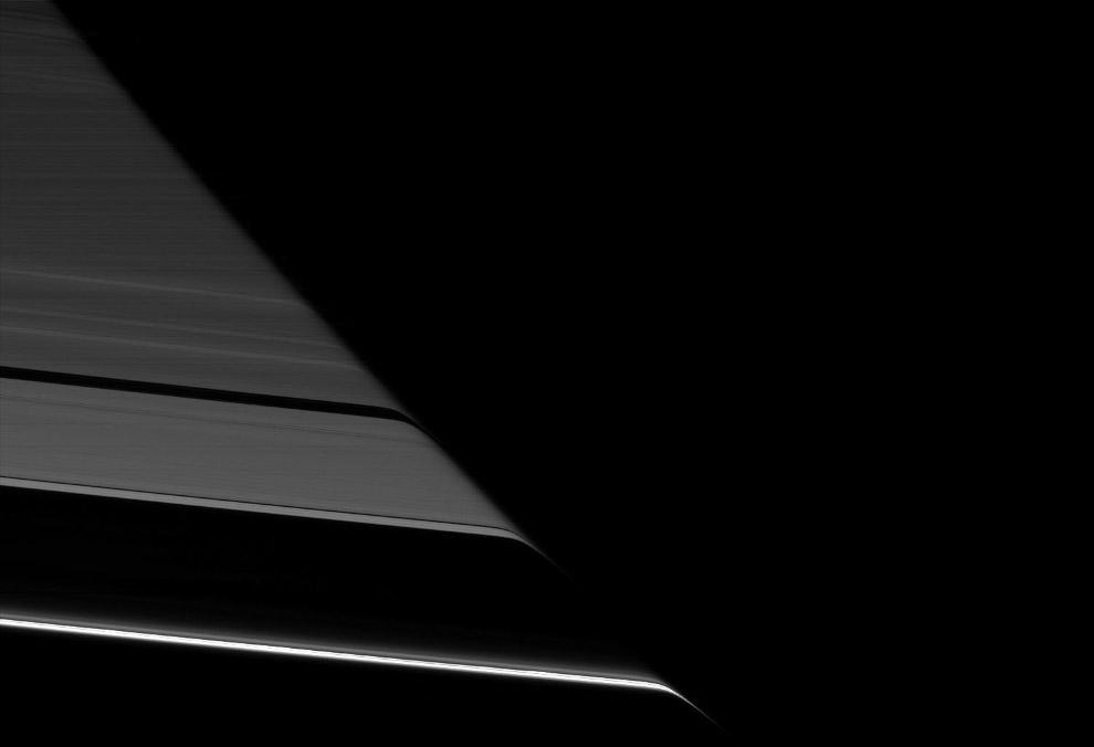 19. Спутник Сатурна Эпиметей, 70км в диаметре. Всего вокруг планеты обращается 62 известных на