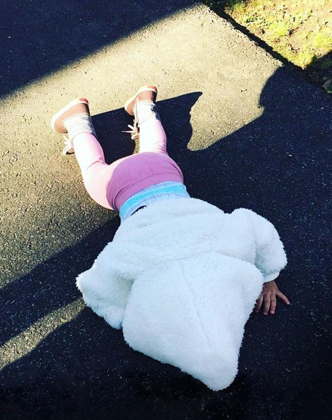 © boredpanda  Тень преследовала дочку, аянезащитилее. Теперь она уверена, что яплохой пап