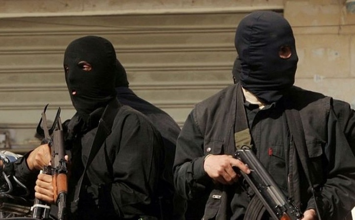 Трое молодых шахтинцев ограбили настоянке предпринимателя на6,5 млн руб.