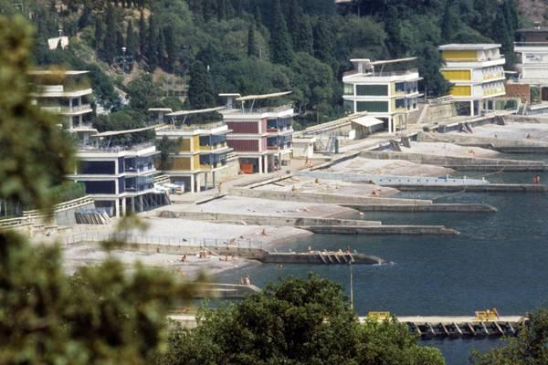 Власти Крыма обнаружили десятки незаконных строений натерритории «Артека»