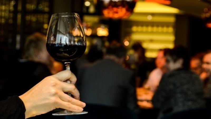 Ученые измерили, как сильно меняется личность пьяного человека