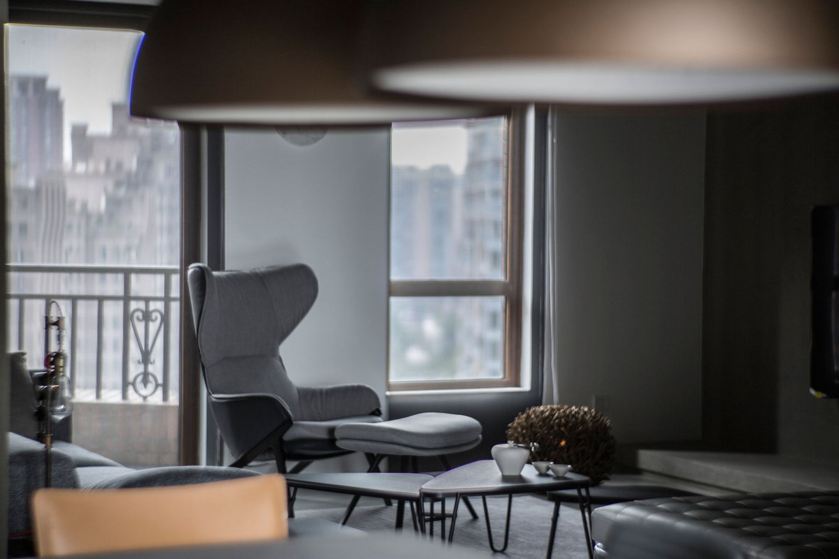 удобное кресло в гостиной