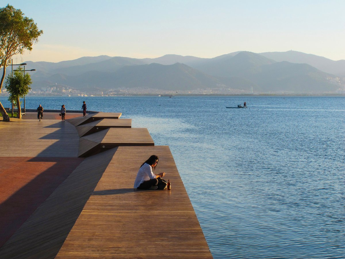 Мост через залив Бостанли в Измире