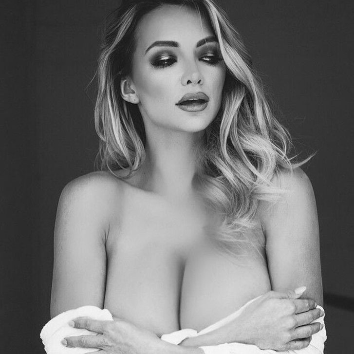 Большегрудая модель Линдси Пелас / Lindsey Pelas