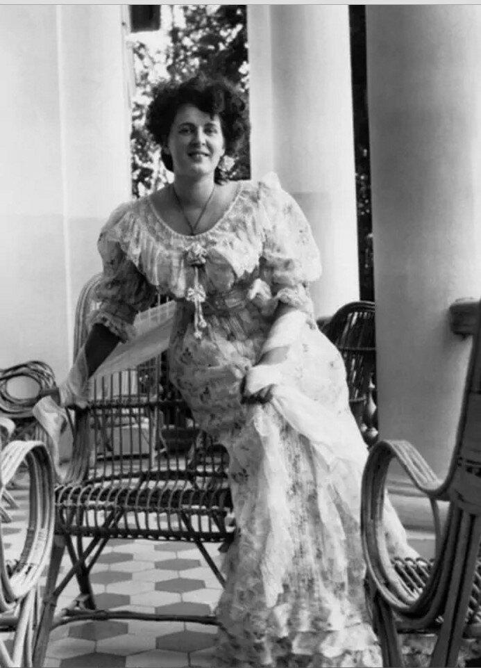 1900-е. Варвара Морозова на террасе усадьбы Одинцово-Архангельское