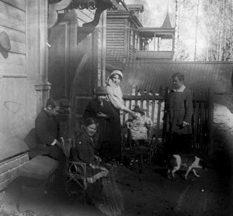1910. На даче Авдониных