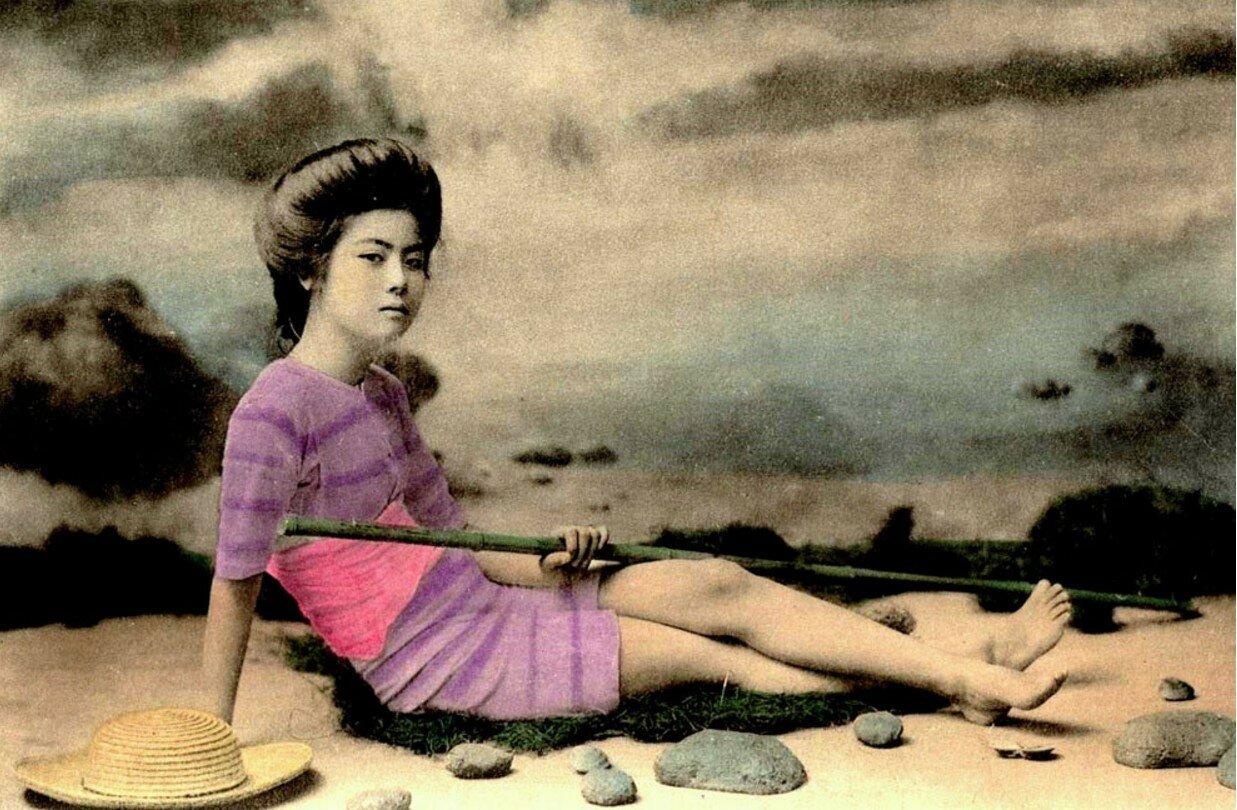 Гейша в купальном костюме