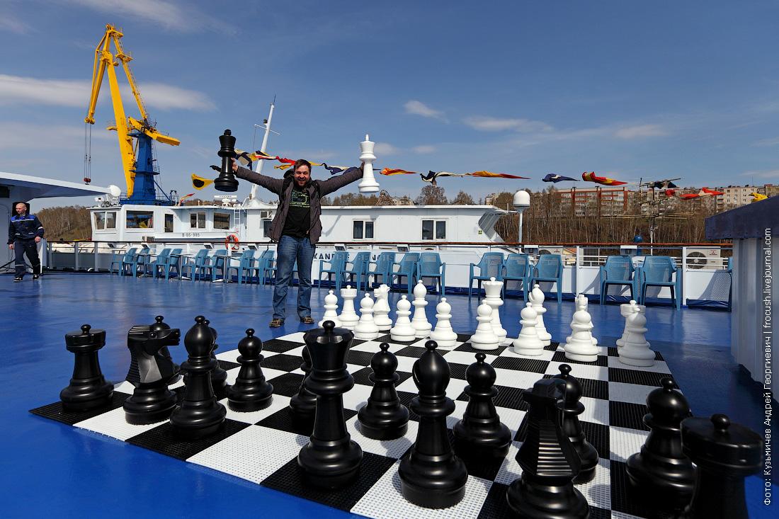 гигантские шахматы на теплоходе