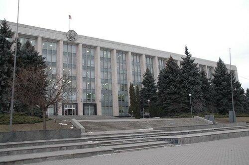 Мораторий на прием госслужащих на работу ввели в Молдове