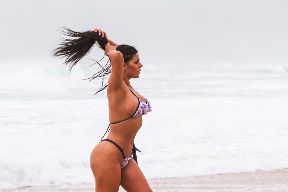 Лучшая попка Бразилии продемонстрировала свои прелести на пляже