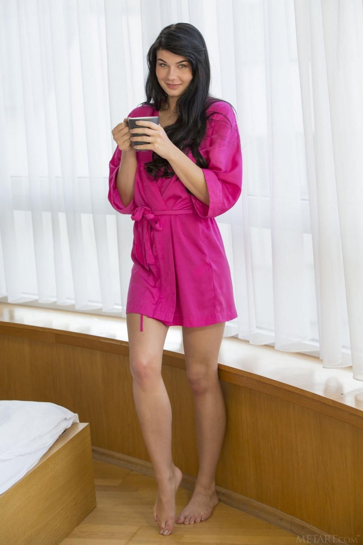 Темноволосая Lucy Li