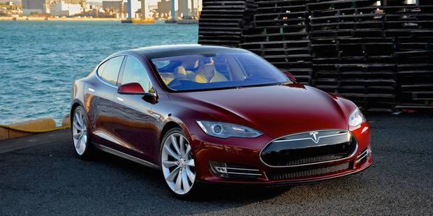 В компании Tesla в серийное производство выпустили самый быстрый в мире автомобиль