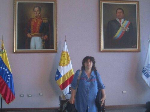 Каракас аэропорт я между Боливаром и Чавесом.jpg