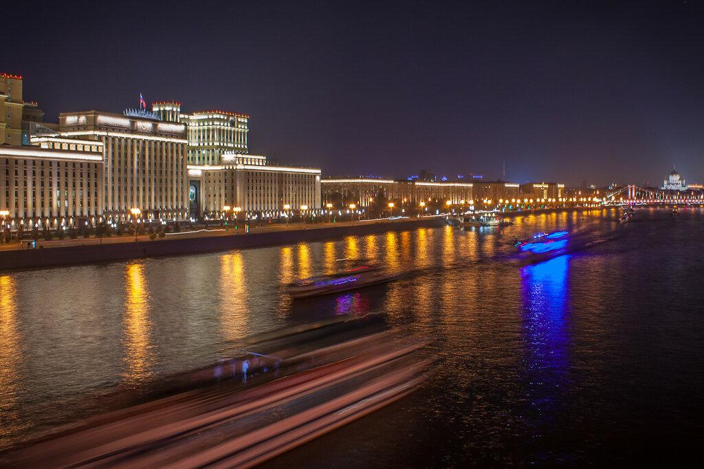 Корабли на Москва-реке