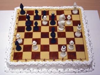 С Международным днем шахмат. Шахматный торт открытки фото рисунки картинки поздравления