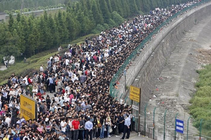 Наверное, китайцам очень тяжело добираться домой с работы в час пик. Ставь «Лайк», если тебе понрави