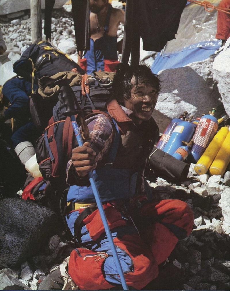 Из-за экстремальных условий восхождения Эверест нарекли горой смерти.