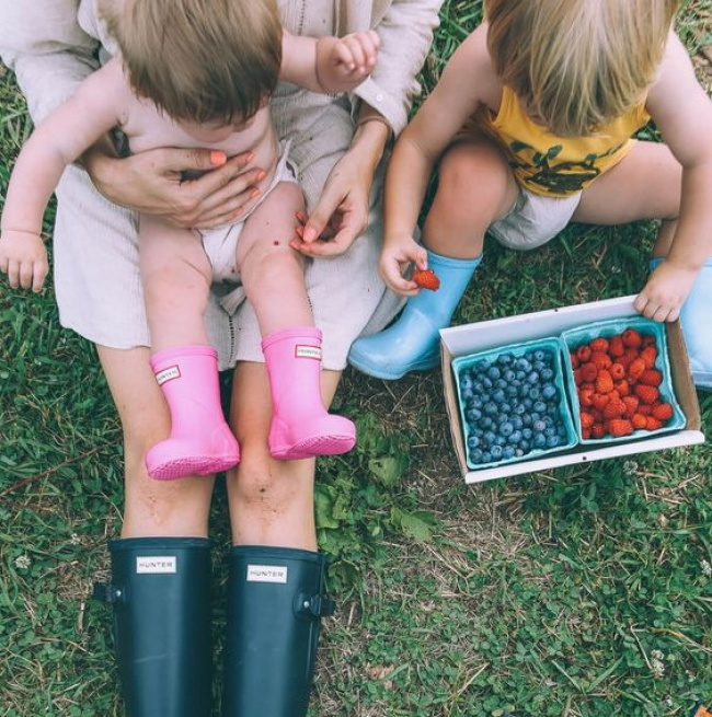 © barefootblonde  Мамы учили нас делиться ипомогать ближнему. Они начинали смелочей иобраща