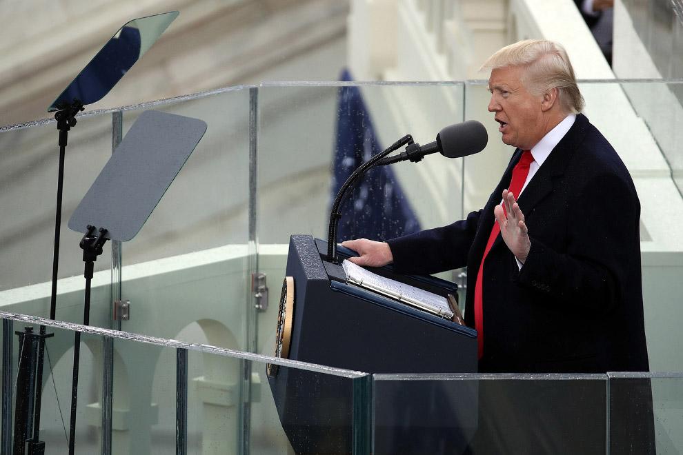 26. В своей инаугурационной речи Трамп сказал, что США обогащали и защищали другие государства,