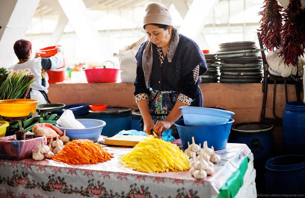 37. Эти оттиски называются чекич. Служат для сплющивания центра узбекской лепешки и нанесения н