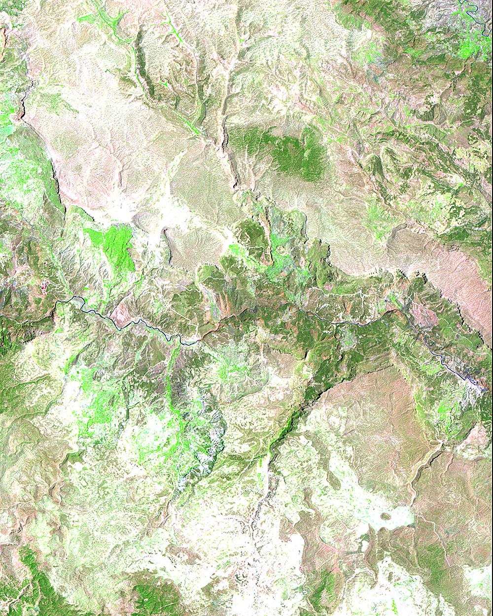 Бассейн реки Гоксу, юго-восточная Турция. В1990 году была запущена серия изсеми плотин вбассейне