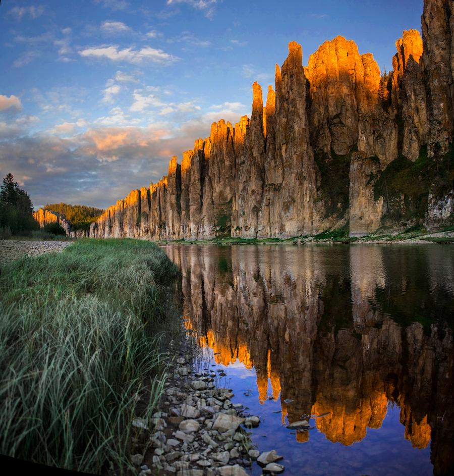 3. Золотые скалы реки Синей Величественные скалы, окружающие реку в Якутии под названием Синяя, обра
