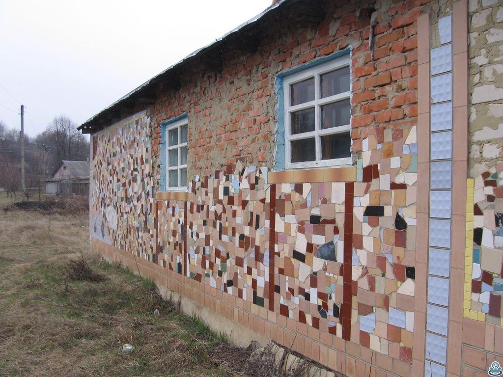 Плитка на стене дома