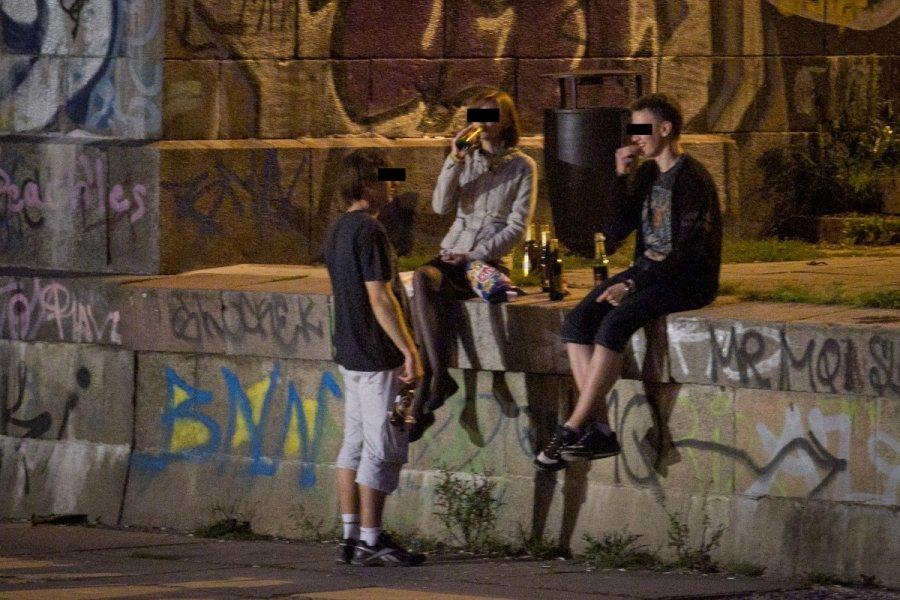 Социологи: большинство молодых людей Украины пьют икурят