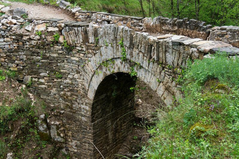старинный каменный мост у ступеней Врадето (bridge to skala Vradetu)