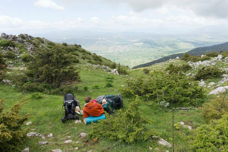 Пеший поход с ребенком (1 год) по горам Греции