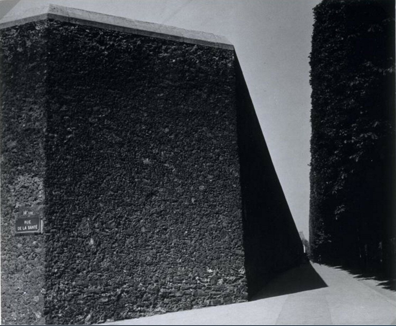 1930. Стена на углу бульвара Араго и Рю Сантэ