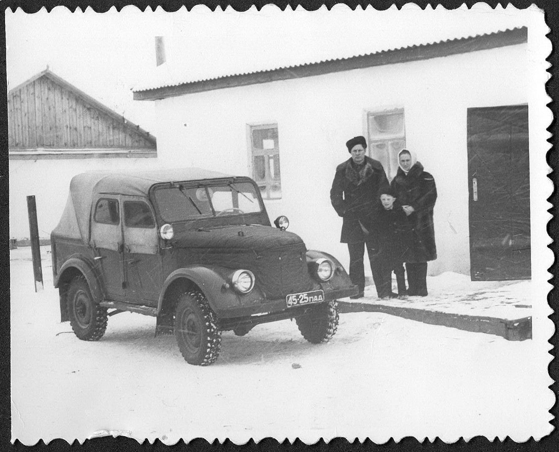 1960-е. Казахстан,Павлодарская обл. Госины Анатолий, Алексей, Антонина - учитель химии