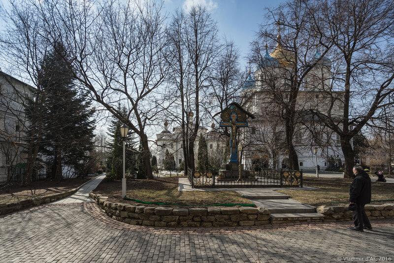 Крест-памятник Великому Князю Сергею Александровичу Романову. Новоспасский монастырь.