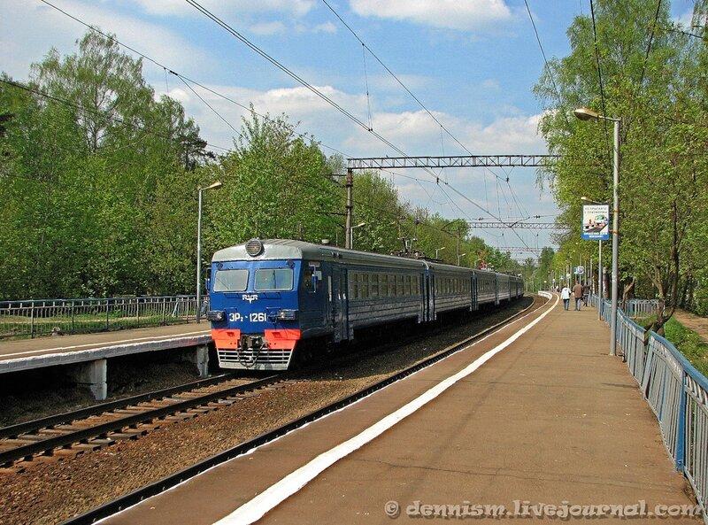 Электропоезд ЭР2-1261, станция Чкаловская
