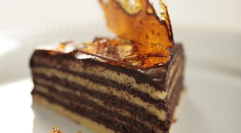 Добош (Сентендре, Венгрия) Традиционный венгерский торт, состоящий из шести слоев бисквита с шоколад