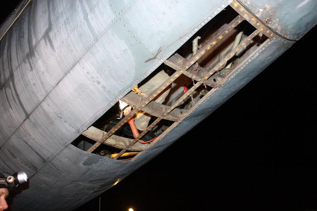 Вскрытие обшивки хвостовой части фюзеляжа Ил-14Т