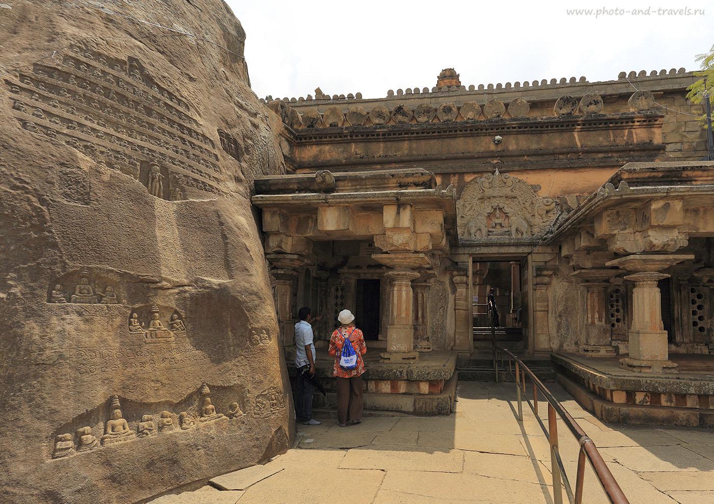Фотография 21. Храм и святилища на холме Виндьягири (Vindhyagiri Hill) в индийском городе Шраванабелагола в Карнатаке. 1/125, -1.0, 7.1, 100, 17. Фотоаппарат CanonEOS 6D. Объектив Canon 17-40/4.