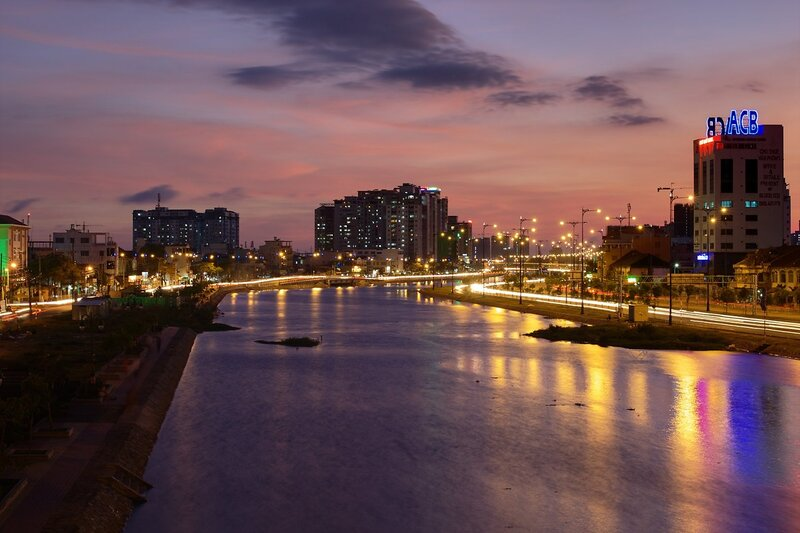 Вечером на мосту Cầu Ông Lãnh