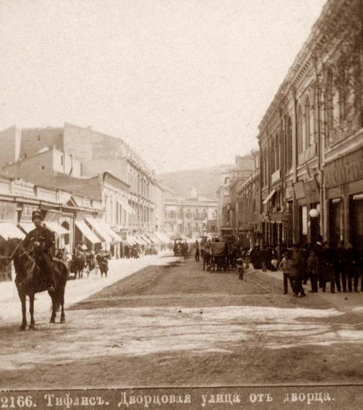 Дворцовая улица от Дворца