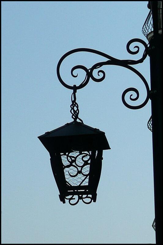 Красивый уличный фонарь и большая пальма Стоковое Фото ... | 800x533