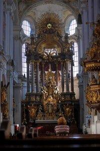 Главный алтарь церкви Альтер Петер