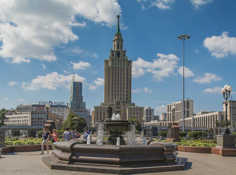 Сквер на Комсомольской площади.jpg